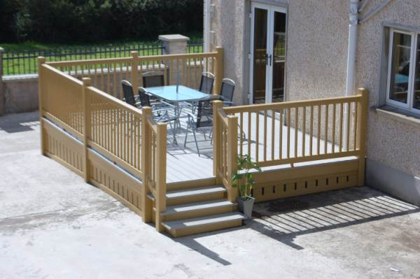 DECKING AND BALUSTRADING OAK