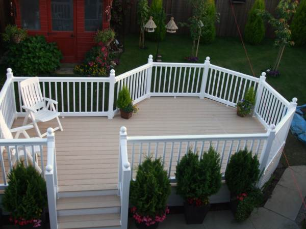DECKING RAISED WHITE HANDRAILS
